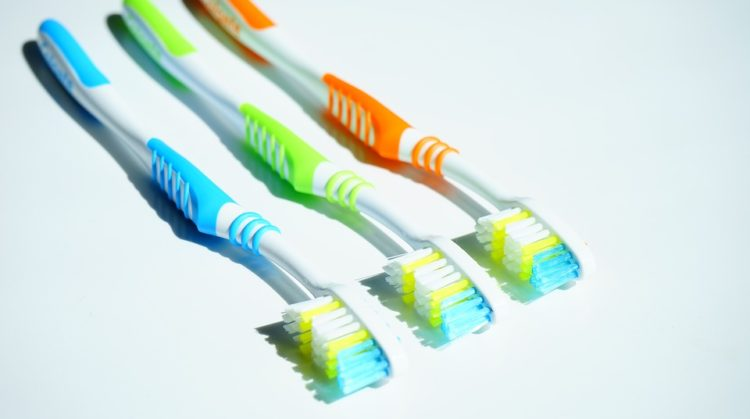 tooth-brushes-1194942_960_720